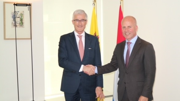 Minister-president Bourgeois and Dutch Secretary of State Knops